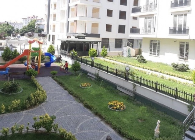 شقة للبيع بمجمع سكني تركيا