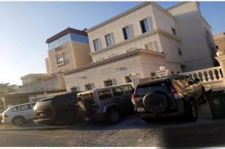 بيت سكني كبيربمشرف ٣ ادوار ٤ شقق للبيع