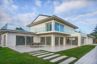 Villa has a wonderful and distinctive design - Canton De Vaud
