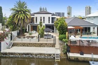Duplex apartment waterfront