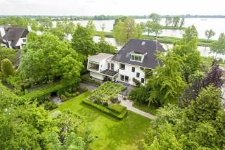 Distinctive detached villa